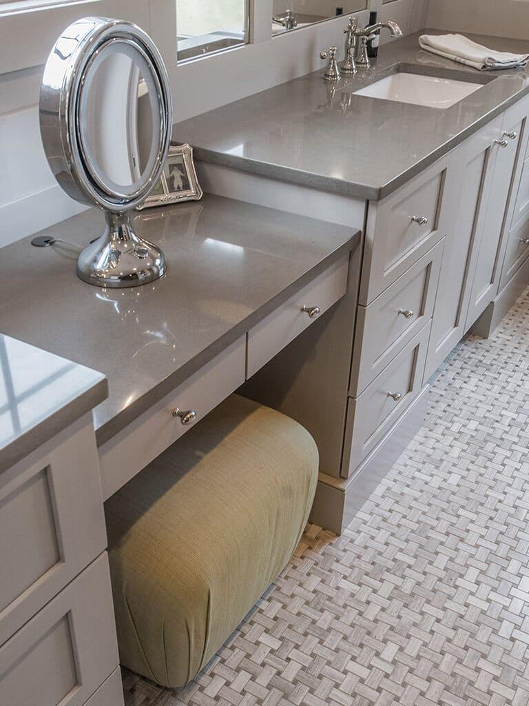 Elegant Bathroom with Dual Vanities, Walk-in Shower_Panel Effects