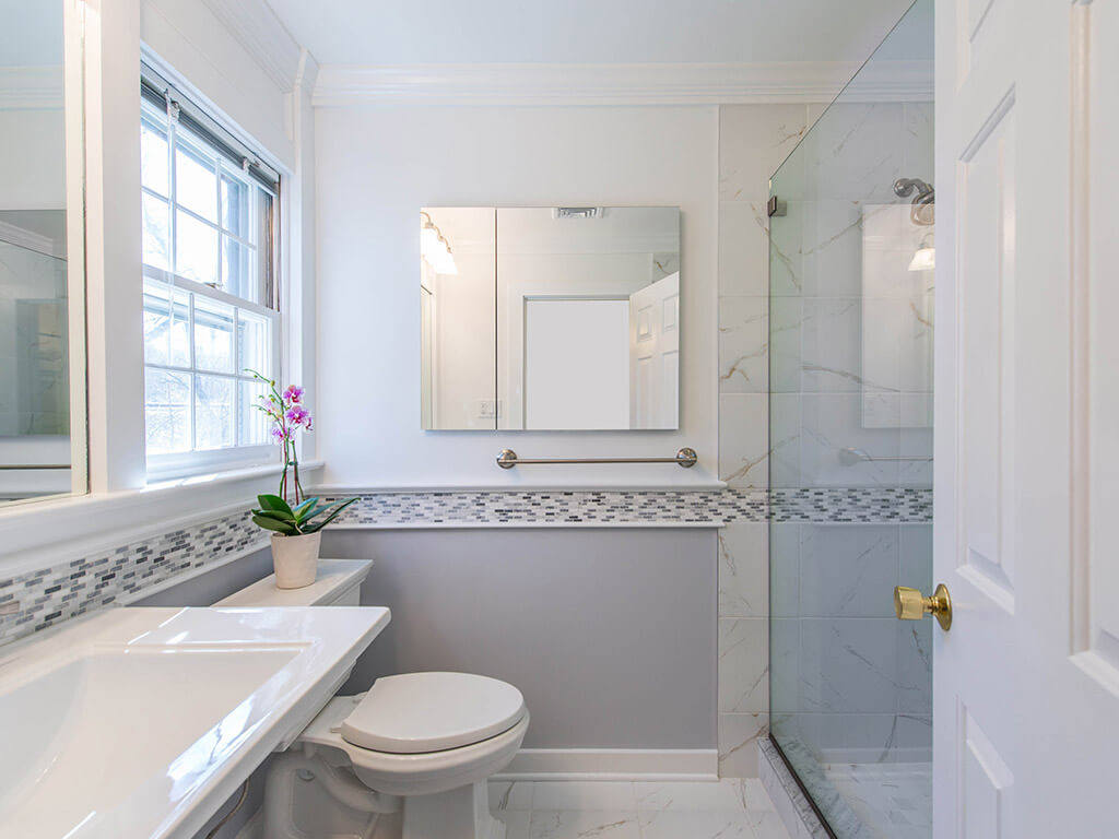 Making a Small Bathroom Seem Larger