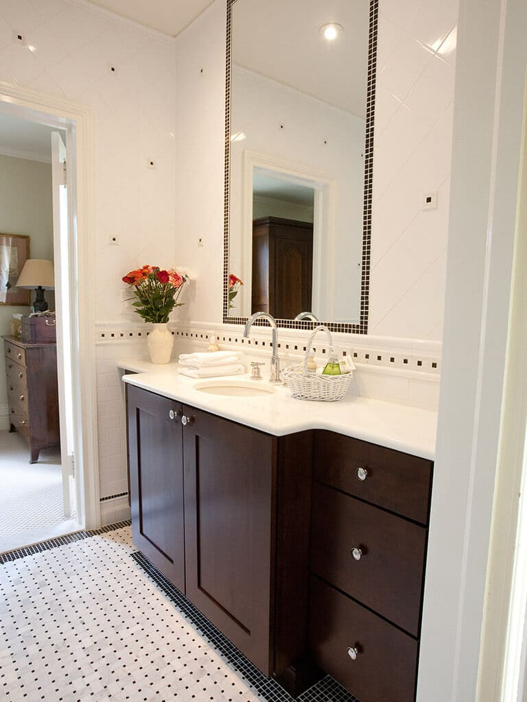 Sophisticated-Black_White Tiled Bathroom